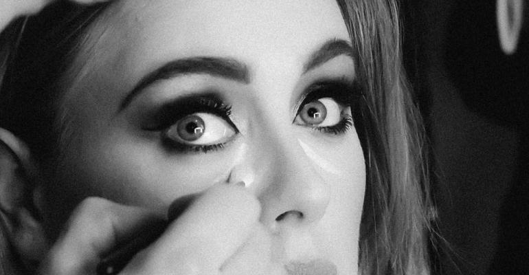 25 di Adele, 14 milioni di copie vendute in 5 settimane (21 ne impiegò 52)