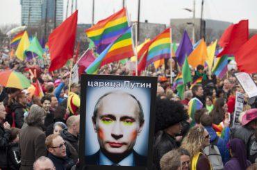 """Russia, la Corte di Strasburgo boccia la legge sulla """"propaganda gay"""": Mosca dovrà risarcire attivisti LGBT"""