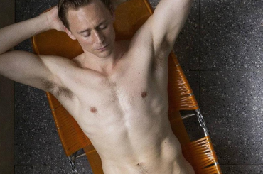 High Rise, nuova foto con Tom Hiddleston nudo