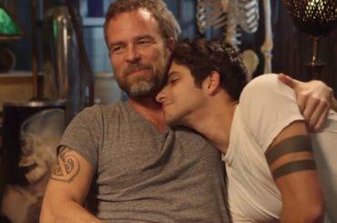 Teen Wolf – Tyler Posey, tenerezze con  JR Bourne – le gif e il video