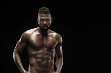 Naked, Jason Derulo ignudo nel nuovo video