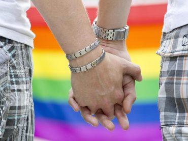 Calabria, parla il titolare della casa vacanze: 'i gay sono persone normali ma noi crediano nella famiglia tradizionale'