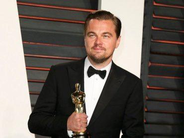 Leonardo DiCaprio va a festeggiare e si dimentica l'OSCAR – video