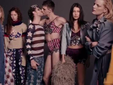 Marc Jacobs, bacio gay nella nuova campagna pubblicitaria – video