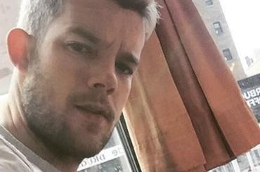 Russell Tovey, ritratto del culo su Instagram – foto