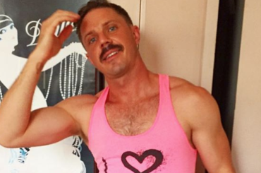 Jake Shears baffuto e gnocco in mutande su Instagram