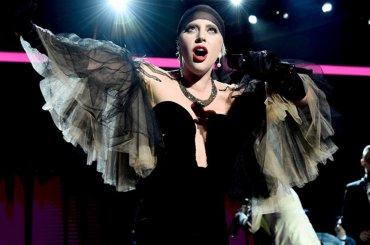 Lady Gaga, Bad Romance acustica e You and I 'jazz version' al Parker Institute Gala – video