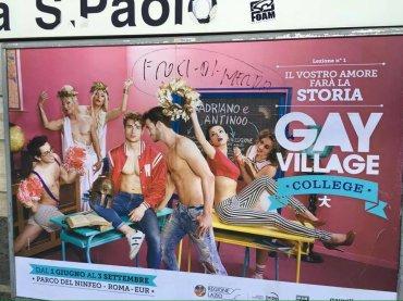 Gay Village 2016, insulti omofobi sul cartellone  – 'froci di merda'