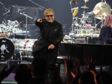 Elton John, concerto in Russia con messaggio ai gay e a Putin