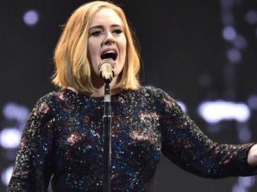 Adele 'al naturale' su CHI – le foto dal dietro le quinte all'Arena di Verona