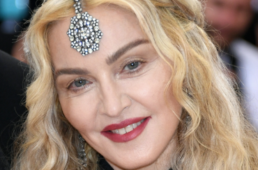MET Gala 2016, Madonna e Lady Gaga – sfida di look sul red carpet