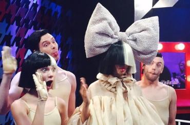 Sia, live di CHEAP TRILLS per la finale di The Voice Usa – video