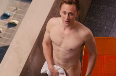 High-Rise, la scena del nudo frontale di Tom Hiddleston – video