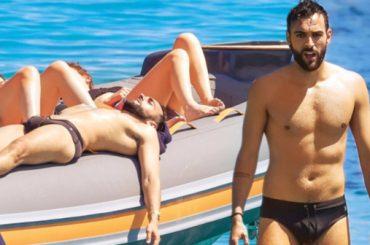 Marco Mengoni in costume al mare su CHI – foto
