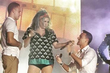 Kesha, proposta di matrimonio gay durante un suo concerto – video