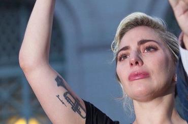 Orlando, le lacrime di Lady Gaga alla veglia di Los Angeles: il video del discorso