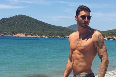 STEFANO DE MARTINO, pacco Instagram per l'ex marito di Belen