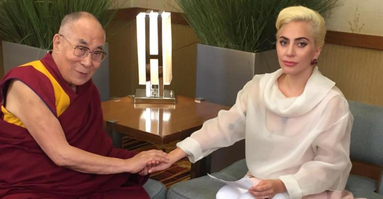 Lady Gaga, storico incontro con il Dalai Lama – foto