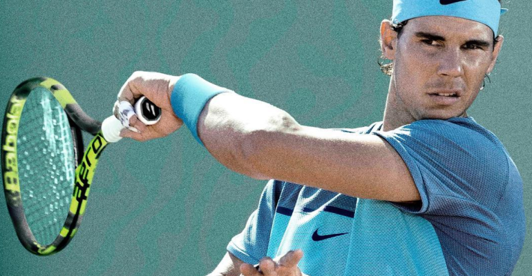 Rafael Nadal, strip in barca con chiappe in vista