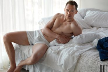 Tom Hiddleston in mutande per W MAGAZINE – foto