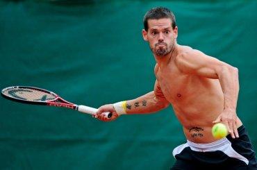 Daniel Koellerer, il tennista austriaco nudo sotto la doccia del BIG BROTHER CELEBRITY – gif