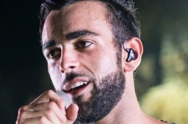 Marco Mengoni, nuove foto in costume