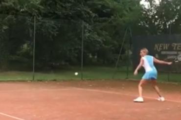 Simona Ventura versione tennista – il video