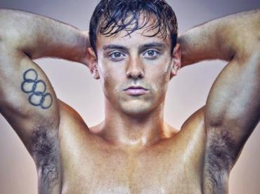 Tom Daley bagnato e peloso per  Times Weekend  – tutte le foto