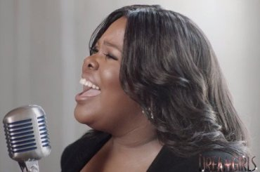 """Dreamgirls, Amber Riley canta """"I Am Changing"""" nel West End – il video"""