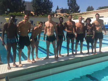 Chelsea, foto di gruppo a bordo piscina