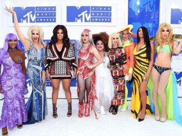 VMA 2016, i look più iconici dei VMA ricreati dalle drag queen di 'RuPaul' – foto red carpet