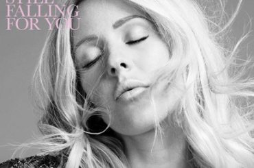 Bridget Jones 3, Ellie Goulding canta Still Falling For You – audio