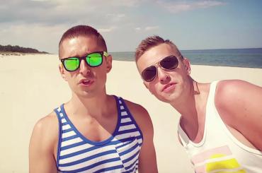 Jacob Kwiecinski, presentatore tv polacco fa coming out sulle note dei ROXETTE – video