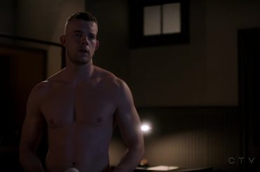 Quantico, Russell Tovey new entry subito in mutande – foto