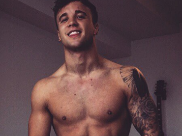 X-Factor Uk, Sam Callahan tutto nudo su Instagram – foto