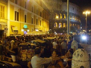 Roma, omofobia nella gay street: madre e padre picchiano figlia perché lesbica