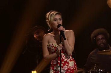 Miley Cyrus canta Bob Dylan da Jimmy Fallon – video