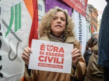Omofobia a Roma, la Cirinnà rilancia: subito la legge contro l'omofobia