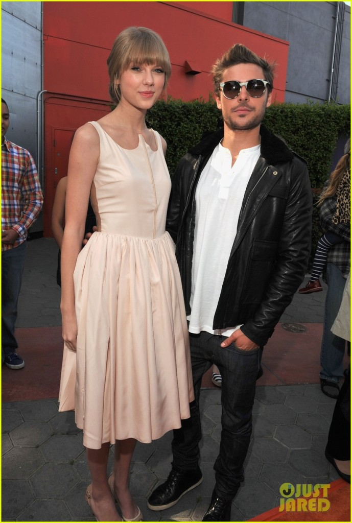 """UNIVERSAL CITY, CA - FEBRUARY 19: Actors Taylor Swift and Zac Efron arrive at the """"Dr. Suess' The Lorax"""" Los Angeles Premiere at Universal Studios Hollywood on February 19, 2012 in Universal City, California. (Photo by Lester Cohen/WireImage)"""