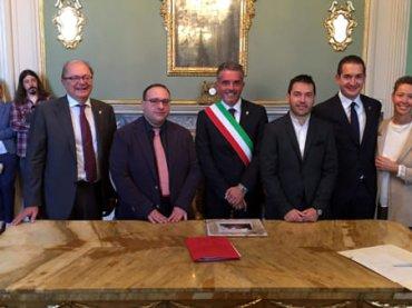 Prima unione civile a Cesena, l'omofoba replica di Forza Nuova: funerale d'Italia
