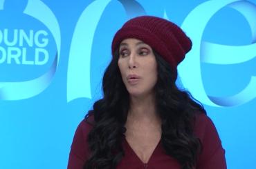 Cher affonda Donald Trump al  vertice mondiale della gioventù: è un COGLIONE, mi traumatizza