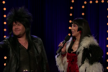James Corden e Cher duettano sulle note di I Got You Babe  – il video