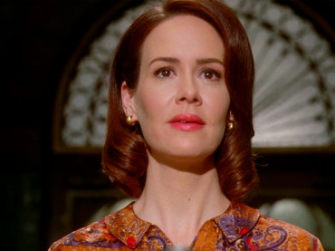 American Horror Story, l'annuncio di Ryan Murphy: LANA WINTERS di Asylum tornerà in ROANOKE