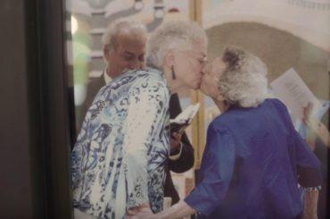 Lennie Gerber e Pearl Berlin, mezzo secolo d'amore per dire basta alla transomofoba  North Carolina – video