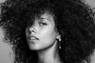 """The Voice Usa, Alicia Keys live con """"Holy War"""" – video"""