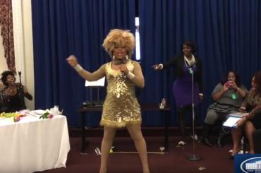 Shi-Queeta Lee prima drag queen ad esibirsi alla Casa Bianca – video