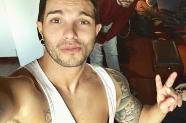 Marco Carta, il selfie dallo spogliatoio della palestra