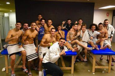 Real Madrid, la squadra festeggia l'1-1 con il Barcellona negli spogliatoi – la foto hot