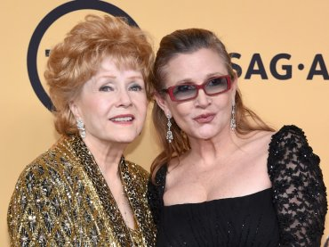 Hollywood piange Debbie Reynolds, mamma di Carrie Fisher (e di  Debra Messing in Will & Grace)