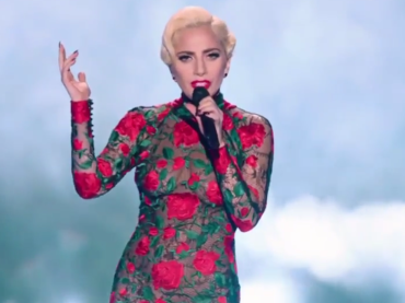 Lady Gaga canta Million Reasons  al Victoria's Secret 2016 Fashion Show – il video in alta definizione